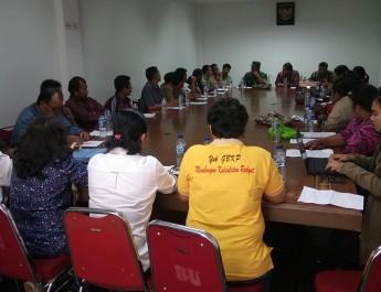 Pertanyakan Penanganan Bencana Sinabung,Forum Komunikasi Masyarakat Korban Erupsi Sinabung(FKMKES) dan Forum Advokasi Sinabung (FASI) Audiensi ke Bupati Karo